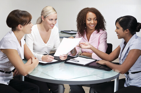 Networking-women-at-table