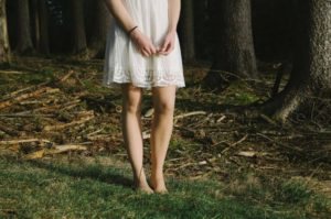 barefoot-woman-outside